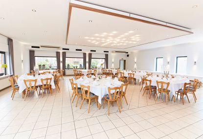 Repräsentativer, vollklimatisierter Festsaal mit Theke und Tanzfläche für bis zu 130 Personen in Emsdetten.
